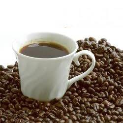 Káva v bielej šálke