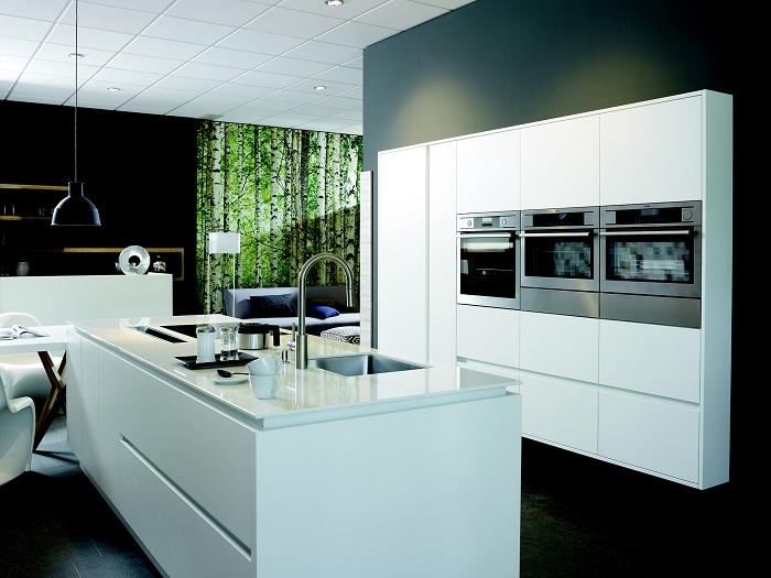 Kuchyňa s ostrovčekom s poličkami